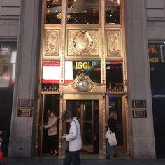 Welcome . . . . . . . . . . . #travel #viaje #traveler #viajero #NY #newyork #nuevayork #lights #light #luces #luz #landscape #paisaje #city #ciudad #awesome #genial #chileantraveler #viajerodechile #picoftheday #hashtag #architecture #arquitectura #streets #calles #filter #filtro