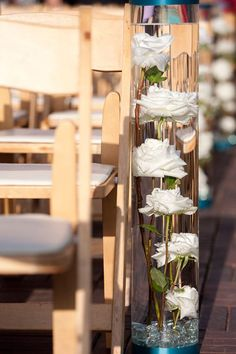 Sumergido de tallo largo rosa en el florero. Quiero esto como mis centros de mesa, excepto lisianthus morados y azules rosas aves. Excelente para el presupuesto de la flor .:
