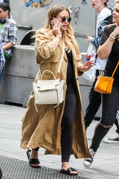 """June Candids: spotted walking around Times Square, in New York City"" Hilary Duff News, Hilary Duff Style, Model Outfits, Cute Outfits, Fashion Outfits, Fashion Trends, Women's Fashion, Rachel Bilson, Miranda Kerr"
