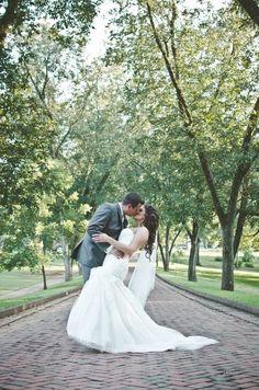 kiss! Wedding photo idea