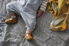 Les petites chaussurettes #piulin pour bébés aux pieds tendres  avec semelle ultra souple antidérapante.