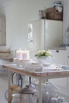 #White #wood #candles #homeware  #flower #inspiration #interior #design #home #decor