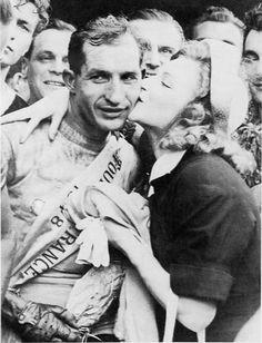 Gino Bartali (Ponte a Ema, 18 juli 1914 - aldaar, 5 mei 2000) was een Italiaans wielrenner. In de rangorde van wielrenners aller tijden van Daniel Marszalek komt Bartali op de zesde plaats (2009).    Bartali heeft de volgende bijnamen: de Zwijgzame, de Vrome, de Mystieke  en naar zijn voorkeur voor de Vlaamse wedstrijden. Bartali werd steeds in een ander daglicht gesteld: kampioen van de eenvoud, van het snobisme, de tolerantie of de tirannie. Bartali had veel tifosi (fans).