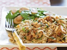 Spicy Asian Noodles with Chicken #Recipe #CookingLikeaPro