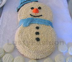 Looking forward to make a homemade Christmas cake this year? We can help you with our selection of the best Christmas cake ideas. Some Christmas cakes Christmas Cake Pops, Christmas Deserts, Holiday Cupcakes, Christmas Baking, Christmas Cookies, Snowman Party, Cute Snowman, Snowmen, Wedding Cake Designs