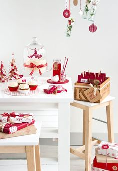 Natale in bianco e rosso: idee, decori e pacchi dell'ultima ora.
