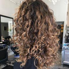 hair inspiration balayage Negative Space Hair the - hairinspiration Dyed Curly Hair, Short Natural Curly Hair, Curly Hair Styles, Curly Hair Braids, Brown Curly Hair, Curly Hair Updo Wedding, Curly Hair With Bangs, Colored Curly Hair, Curly Hair Tips