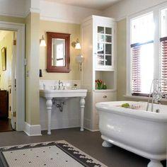 Bungalow Bathroom, Craftsman Bathroom, Craftsman Interior, Bathroom Renos, Bathroom Moulding, Craftsman Decor, 1920s Bathroom, Bathroom Photos, Vintage Bathrooms