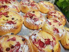 Cinnamon Rolls, Bagel, Doughnut, Deserts, Muffin, Dessert Recipes, Food And Drink, Bread, Baking