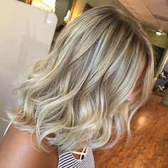 40 Styles with Medium Blonde Hair for Major Inspiration Bronde Hair With Ash Blonde Highlights Shoulder Length Waves, Shoulder Length Hair Blonde, Mid Length Blonde Hair, Ash Blonde Hair With Highlights, Chunky Highlights, Caramel Highlights, Cool Blonde Highlights, Color Highlights, Medium Hair Styles