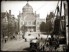 Paleis voor Volksvlijt gezien vanaf de Weteringschans, Amsterdam. Foto van Jacob Olie uit 1892 (gebouw is in 1929 door brand verwoest.)