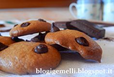 Biscotti al caffè con cioccolato fondente http://blogigemelli.blogspot.it/2014/07/biscotti-al-caffe-con-cioccolato_26.html#more