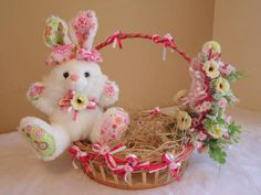Cesta de Páscoa Decorada Kids Crafts, Bunny Crafts, Easter Crafts, Storage Baskets, Gift Baskets, Happy Easter, Easter Bunny, Fruit Holder, Pencil Boxes