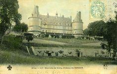 Abords du château | Domaine Royal de Randan Clermont Ferrand, Taj Mahal, Building, Travel, Manor Houses, The Mansion, Gingham, Viajes, Buildings