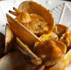 ALMEJAS A LA MARINERA  http://www.thespanishfood.es/2013/04/almejas-la-marinera.html