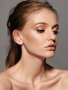 These peachy tones and her glowing skin are a perfect wedding day look! Make Up by Ania Milczarczyk