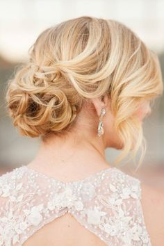 Soft and romantic wedding hair | Pure In Art Photography