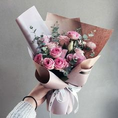 Love this bouquet How To Wrap Flowers, My Flower, Fresh Flowers, Beautiful Flowers, Pink Flowers, Bouquet Wrap, Hand Bouquet, Flower Packaging, No Rain
