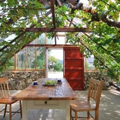 House in Tanimannari is a two-part renovation project with a free-standing greenhouse in Okayama, Japan.