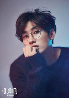 Super Junior's Eunhyuk took a before and after photo shoot of his haircut prior to his enlistment to the army with The Celebrity magazine. With the change of a haircut, his aurora completely changes. When his hair is long, he looks stylish in his knit sweater and silver rimmed glasses. The dark tone...