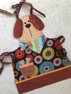 Handcrafted Quilted Children& Doggy Apron by NorahJanes on Etsy Men's Shirt Apron, Apron Pattern Free, Sewing Paterns, Childrens Aprons, Kids Apron, Creative Play, Baby Girl Dresses, Sewing Projects, Quilts