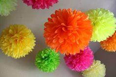 Помпоны из бумаги - Цветы из бумаги - Украшаем квартиру к празднику - Каталог статей - Устроим праздник! Праздники дома