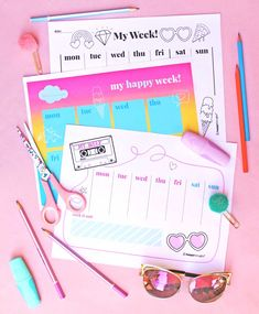 Printable weekly planners help organise your life! Craft Decorations, Decor Crafts, Fun Crafts, Paper Crafts, Planner Pdf, Weekly Planner Template, Party Printables, Free Printables, Planners