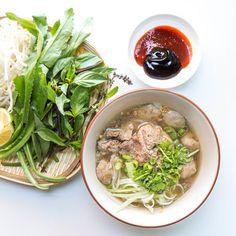 Vietnamese Combination Dry Egg Noodle Recipe (Mi Kho Thap Cam) — Vietnamese Home Cooking Recipes Egg Noodle Recipes, Rice Noodle Soups, Beef Noodle Soup, Beef And Noodles, Hanoi, Vietnamese Pork, Vietnamese Recipes, Vietnamese Cuisine, Fried Shallots