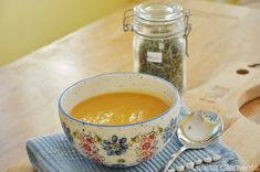 This vegan Roasted Sweet Potato Soup is packed with vitamins. Flavoured with rosemary, this comforting, autumn-inspired soup will keep you warm all winter. | livinglou.com