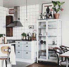 White kitchen | light blue and black kitchen accents | Pinterest: @candiceocheung | #kitchen