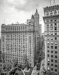 "Shorpy Historical Photo Archive :: New York Skyscrapers: 1908 ""Broadway and Trinity Building."" With the Singer tower bringing up the rear."