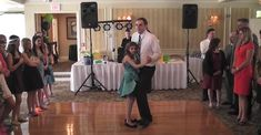 When This Father Danced with His Young Daughter, the Entire Crowd Started Cheering