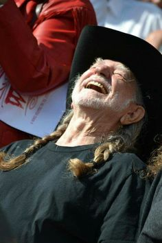 Uncle Willie saw the hat! LMFAO!