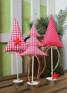 20 idéias para arte de Natal com retalhos - Nähprojekte - Christmas Craft Projects, Felt Christmas Decorations, Christmas Sewing, Christmas Fabric, Holiday Crafts, Christmas Ornaments, Christmas Makes, Noel Christmas, Rustic Christmas