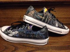 Harry Potter inspired converse shoes di 330Creations su Etsy
