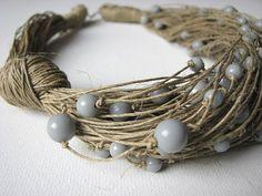 Gocce di pioggia grigi - collana di lino 100% Handmade Colori biancheria-beige •Grey perle Materiais: biancheria •Grey perle chiusura •Jewelry Misura: cm 50/20 Ti ringrazia
