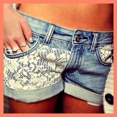 Vintage DIY: lace on denim shorts. Cute idea for those shorts you got a small stain on! Diy Shorts, Diy Jeans, Cute Shorts, Short Shorts, Crochet Shorts, Modest Shorts, Diy Crochet, Denim And Lace, Lace Jean Shorts
