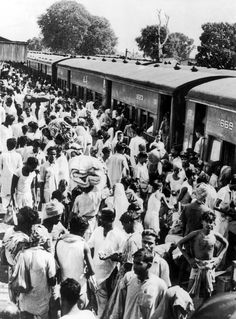 Hindu refugees from eastern Bengal, which became part of Pakistan after partition, arrive in Bangaon, western Bengal, circa The town then marked the border with India Old Pictures, Old Photos, The Great Migration, Vintage India, India And Pakistan, Times Of India, Political Science, Historical Pictures, World History