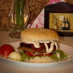 Hamburger - házilag Recept képpel - Mindmegette.hu - Receptek Hamburger, Food And Drink, Beef, Chicken, Ethnic Recipes, Food, Meat, Hamburgers, Ox