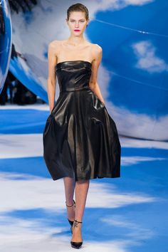 THE BACK IS AMAZING!! Christian Dior Fall 2013 RTW Collection - Fashion on TheCut