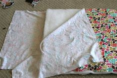 My little baby Clare is off to pre-school this Fall and now she will be all ready with a brand new mommy-made nap mat. But will I be ready? I'm already making up excuses for why she should ma… Toddler Sleeping Bag, Toddler Nap Mat, Baby Sewing Projects, Sewing Projects For Beginners, Nap Mat Tutorial, Kids Nap Mats, Kinder Mat, Sewing Toys, Diy Baby