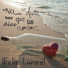 Feliz Lunes Botella en la Playa