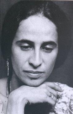 Maria Bethânia, cantante de Brasil.