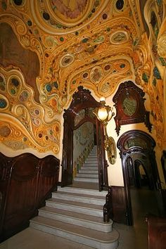 Like walking into a Klimpt painting. MODERNISMO | Barcelona Rincones de la Ciudad