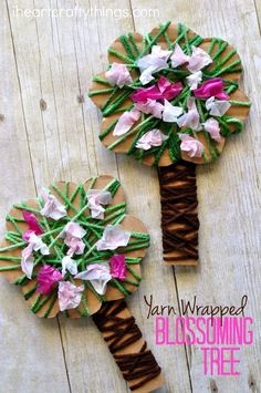 Diy Crafts Celebrate the beautiful season of spring by making this pretty yarn wrapped blossoming spring tree craft. It is a great spring kids craft and the yarn wrapping and crunching tissue paper squares helps to work those important fine motor skills. Kids Crafts, Spring Crafts For Kids, Tree Crafts, Summer Crafts, Diy For Kids, Quick Crafts, Spring Projects, Decor Crafts, Spring Tree