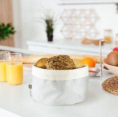 Design Brotkorb von HEYNNA in creme grau Farbe. Creme, Breakfast, Food, Design, Bread Bags, German Cuisine, Grey, Mudpie, Food Food