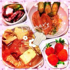 具が被っとる - 29件のもぐもぐ - 激辛カレートマト鍋・タコの酢の物・サラダ・苺 by ちゆ