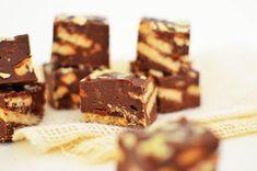 Μπισκοτογλυκό με 3 υλικά | Cool Artisan Chocolate, Cooking, Desserts, Food, Kitchen, Tailgate Desserts, Deserts, Schokolade, Kochen