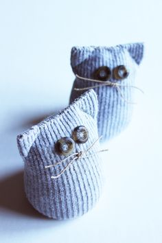 Making cuddly toys out of socks – Cute sock animals with or without n … - Stofftiere Sock Crafts, Cat Crafts, Fabric Crafts, Crafts To Make, Sewing Crafts, Sewing Projects, Cute Socks, Baby Socks, Sock Monster