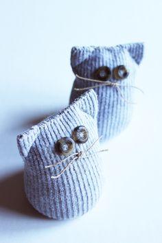 Repurposed sock cat via style-diaries